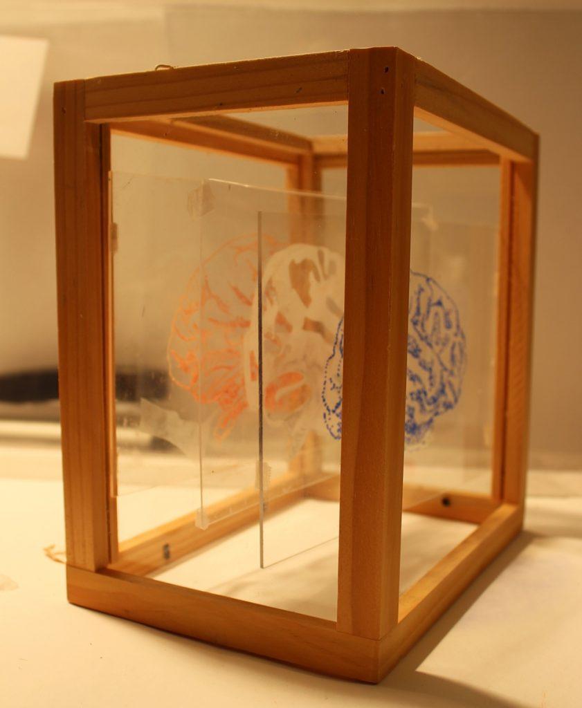 Andrea Grote, O.T. (vor und zurück) Seitenansicht, 2019, Plexiglas, Filzstifte, Holz, Glas, Folie