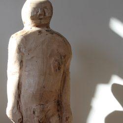 "Andrea Grote, ""Gelber Mann"", Lindenholz, 75 x 25 x 25 cm 2019-2020"