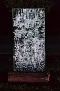 Andrea Grote, Installation Kurpark Bad Schlema, Seitenansicht, Glas, Holz, Ansicht nachts, 2015