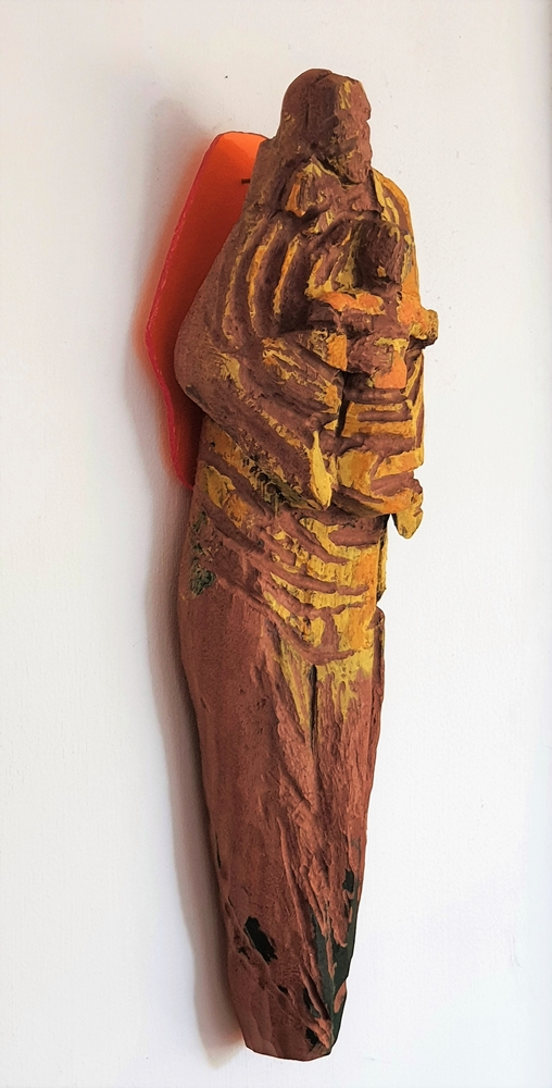 Andrea Grote: O.T. (Maria IV), 2020 bemaltes und bearbeitetes Holz, 35 x 15 x 5 cm Holz, Acrylfarbe, Plexiglas