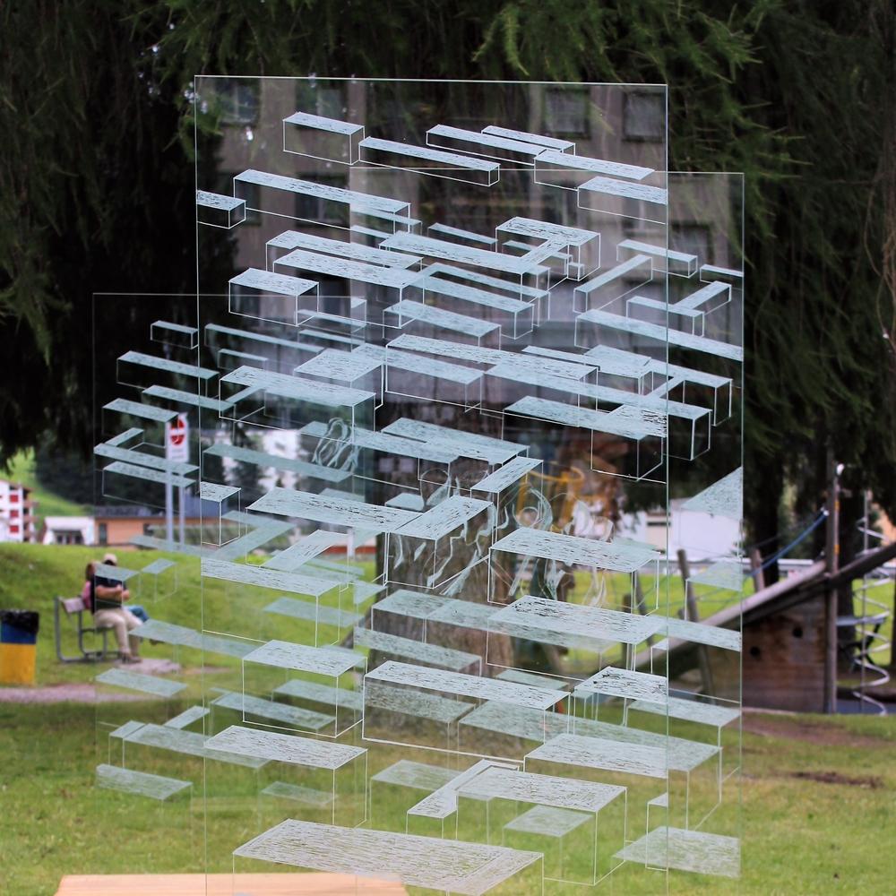 Andrea Grote, O.T (Labyrinth der Freiheit), Auschnitt der Installation, Ahornholz, VSG-Sicherheitsglas, Davos 2017